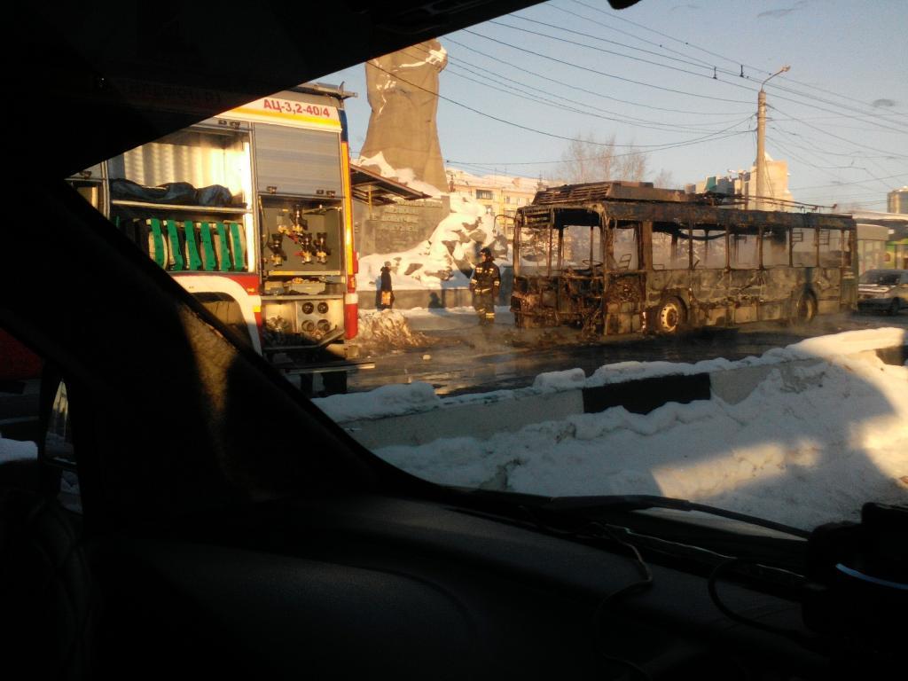 горит троллейбус Челябинск