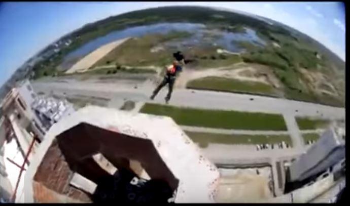 прыжок с парашютом с крыши