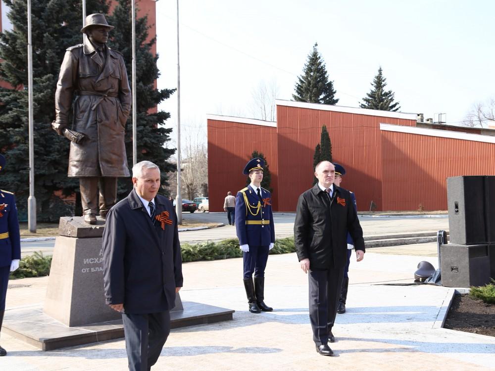 памятник Исхаку Ахмерову