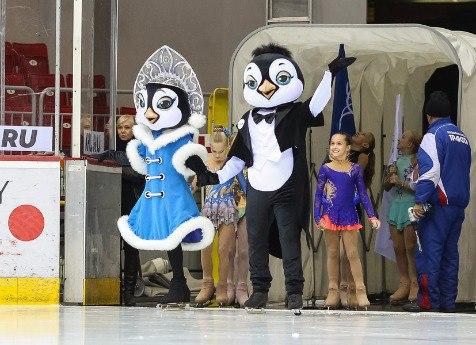 Живые пингвины стали участниками церемонии открытия чемпионата РФ пофигурному катанию
