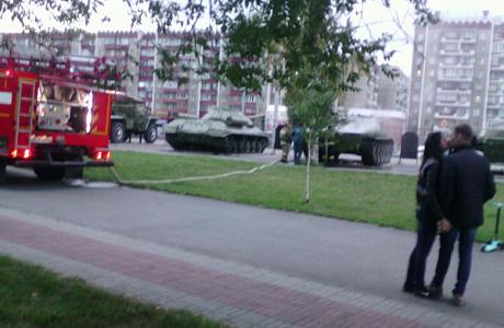 ВЧелябинске зажегся танк вСаду Победы