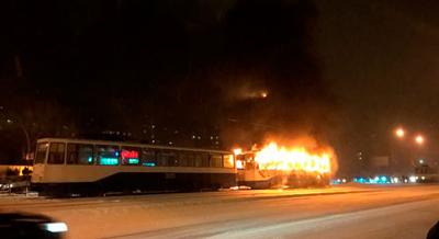 в Магнитогорске сгорел трамвай